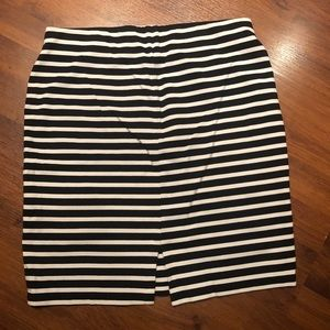 Old Navy Skirts - Old Navy Pencil skirt. Medium. Stretchy waist.